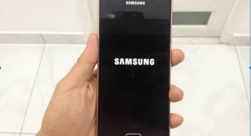 Lỗi phần mềm khiến màn hình điện thoại Samsung bị treo logo