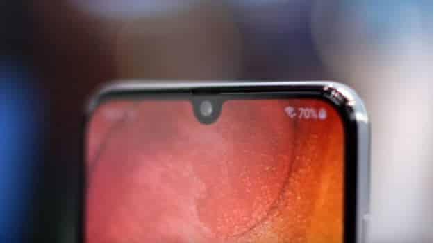 Tránh dính nước vào các chi tiết loa hay camera điện thoại Galaxy A50