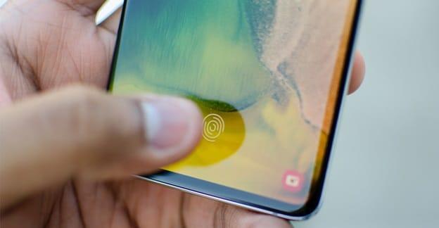 Cả Samsung Galaxy A51 và OPPO Reno2 F đều tích hợp công nghệ nhận diện vân tay trong màn hình