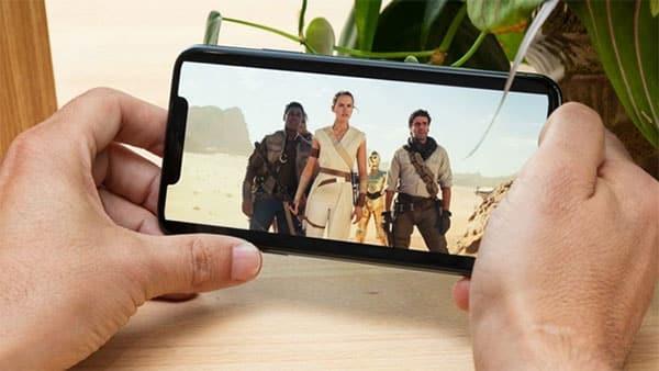 Giá bán khởi điểm của iPhone 11 Pro Max thấp hơn khoảng 7 triệu so với S20 Ultra